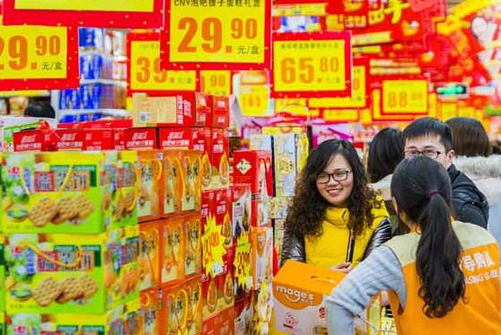 A supermarket in Lianyungang, Jiangsu province. Experts say the ongoing steady increase in personal income will continue to boost domestic consumption. (Photo provided to China Daily)