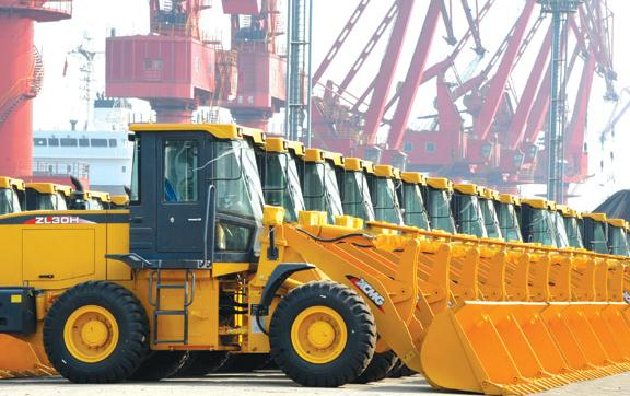Excavators made by the Chinese machinery maker XCMG Group are ready to be shipped to Port Vitoria in Brazil. (Photo: Wang Chun/For China Daily)