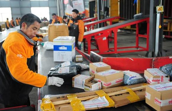 Workers sort parcels at a delivery company in Fuyang, Anhui province. The industry and commerce regulator said customers can return opened goods bought online within seven days. (Photo: for China Daily/Wang Biao)